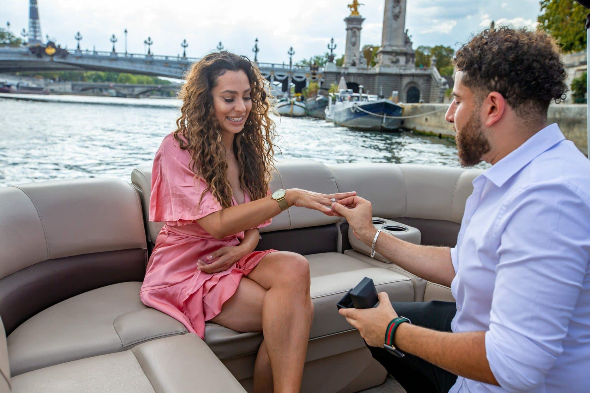 красивое предложение руки и сердца на лодке